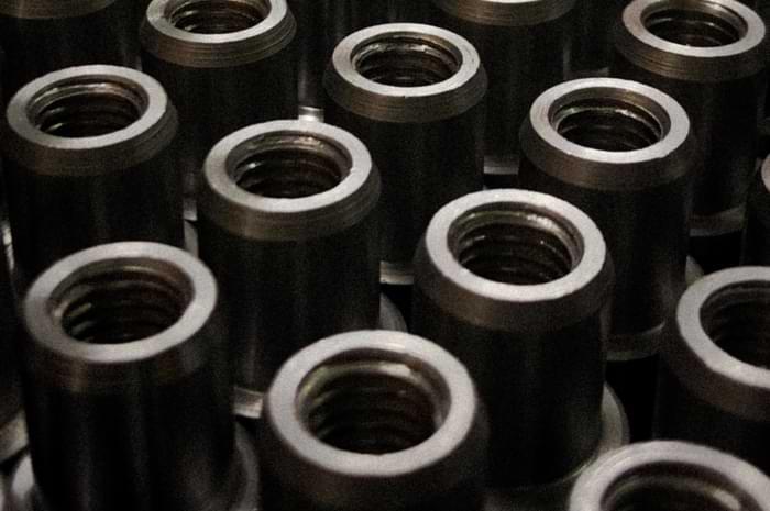 Per la sbavatura e pulitura metalli i robot sono necessari per la crescita di una fonderia