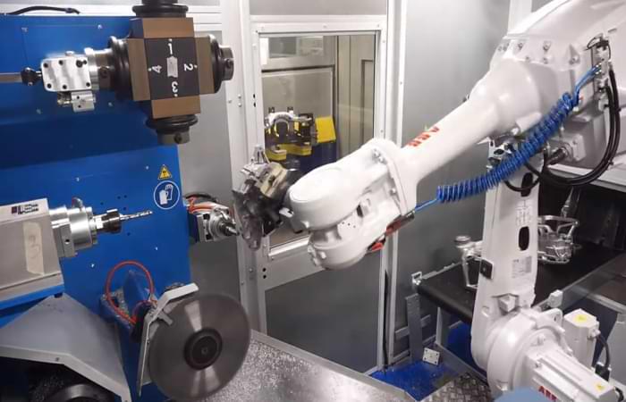 Macchinario robot per la sbavatura