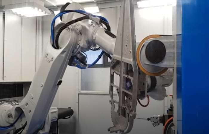 Sbavatura automatizzata con robot