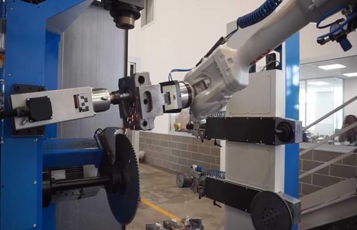 Sbavatura intersezione fori con robot