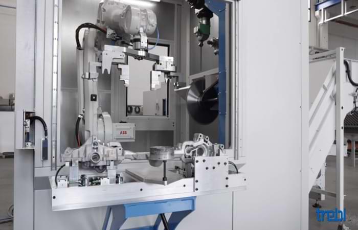 Automazione della sbavatura su isola robotizzata