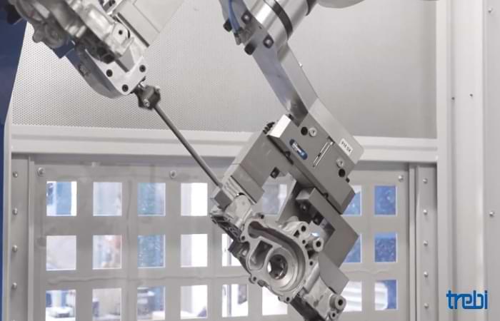 Sbavatura metalli con un robot